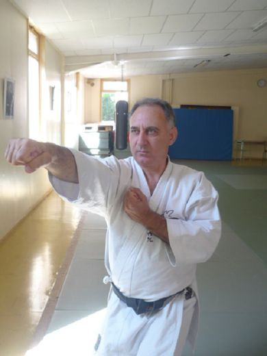 Jean-Pierre Kolimaga, 5e dan, professeur diplômé brevet d'etat, 2e degré.