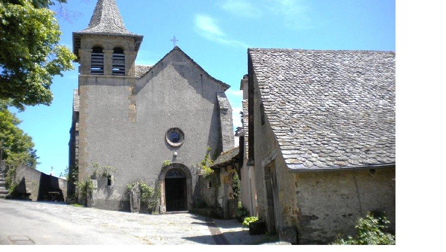 Sur les hauteur de Conques, sur le chemin de Compostelle, en direction de Sénergues, , un village nommée Saint-Marcel, son histoire par Evelyne Joly.