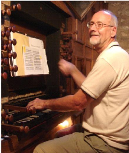 Concert d'orgue par Christopher Hainsworth, l'organiste de la cathédrale de Béziers.