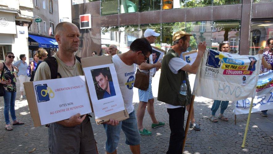 Les soutiens d'Hovo s'étaient retrouvés devant la préfecture, samedi 10 août.