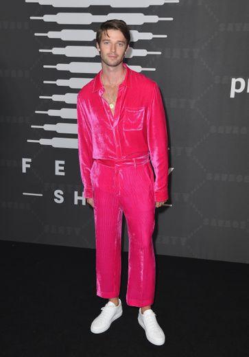 Patrick Schwarzenegger dans un costume rose néon au style rétro. New York, le 10 septembre 2019.