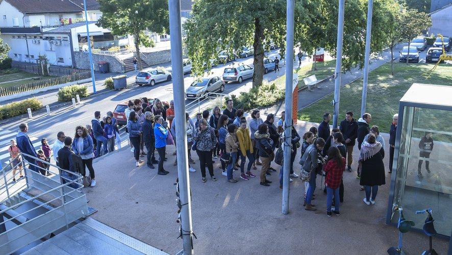 La queue à l'extérieur en attendant l'ouverture des portes…