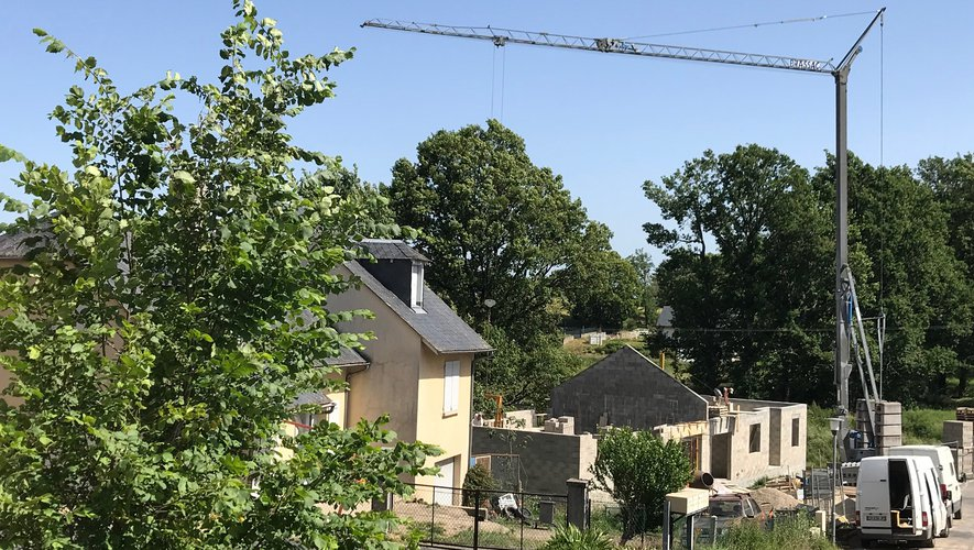 Deux petites maisons individuelles destinées aux personnes âgées à mobilité réduite.