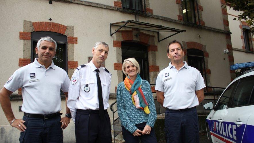 De gauche à droite : Jean-Michel Rieux (major), Charles-Yvan Barré-Villeneuve (commandant divisionnaire, chef de circonscription), Cécile Delmans (major RULP) et Jean-Michel Leduc (commandant, adjoint au chef de circonscription)./Photo BHSP.