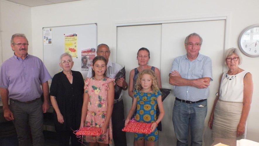 Les lauréats du concours de nouvelles ont reçu leur prix des mains, d'Yves Garric, président du jury.