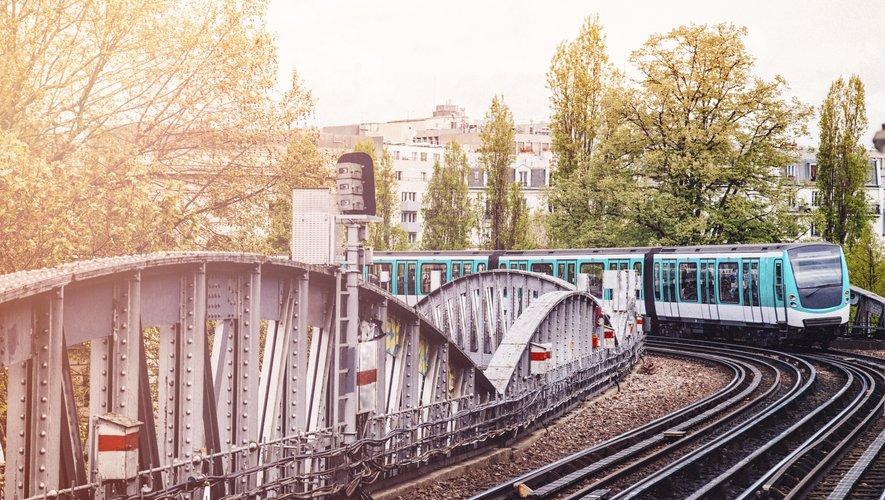 Vendredi à Paris, il n'y aura aucun métro sur les lignes 2, 3, 3bis, 5, 6, 7bis, 10, 11, 12 et 13, a précisé la direction dans un communiqué.