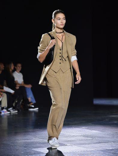 Le costume trois pièces chic et féminin, un brin sportswear, de rag & bone. New York, le 6 septembre 2019.