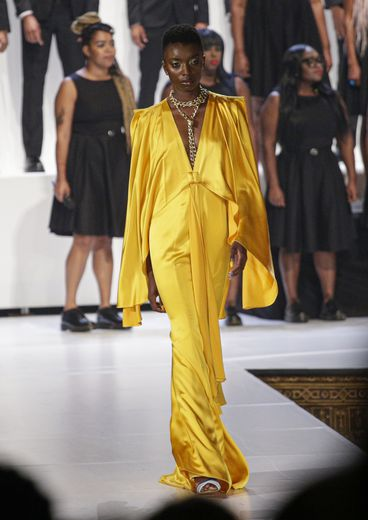 Les robes glamour, un brin rétro, déclinées dans des teintes vives de Pyer Moss. New York, le 8 septembre 2019.
