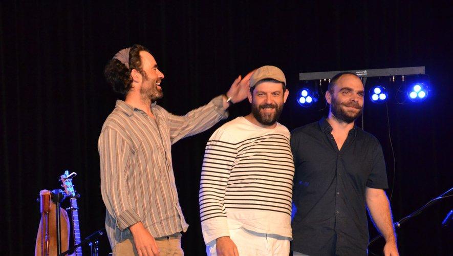 Trois copains chanteurs et musiciens pour une soirée sympa !