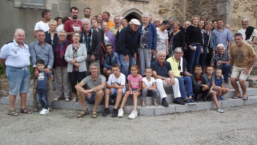 Les participants à ce traditionnel rendez-vous devant l'église de La Capelle Saint-Martin.
