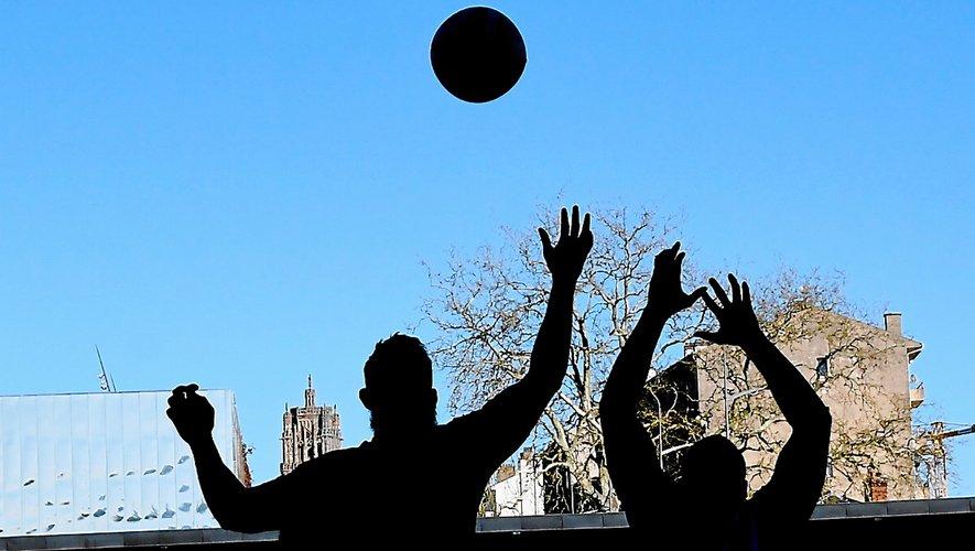 La saison des clubs  aveyronnais débute  ce week-end,  dans un contexte délicat  pour le rugby local.