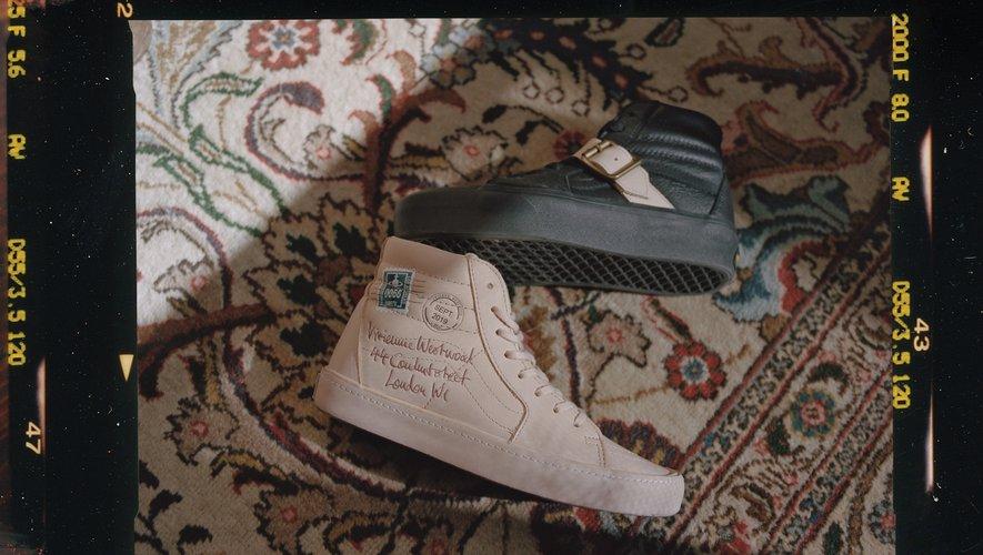 Les deux paires de Sk8-Hi, classique et plateforme, issues de la collection Vans x Vivienne Westwood Anglomania.