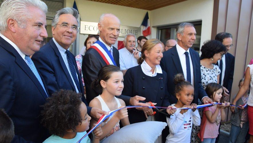 L'école, maillon essentiel à la vie d'un village, fut la première a être inaugurée.