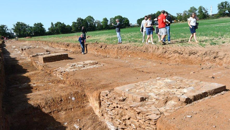 À la fin du 1er siècle après Jésus-Christ, les piles portaient l'aqueduc, long de 26 km.