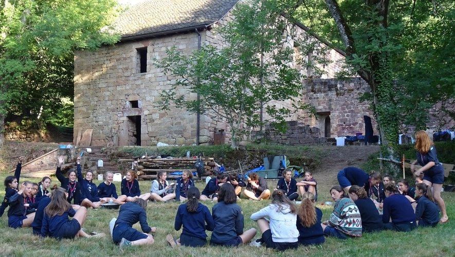 Trente-cinq scouts ont séjourné au Prieuré cet été.