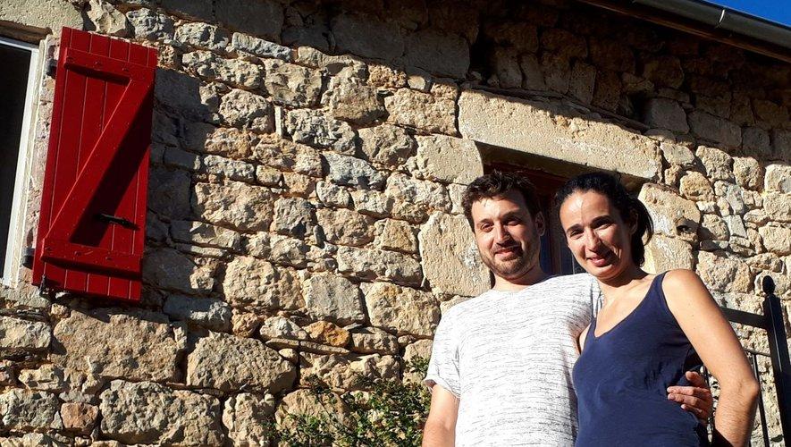 Baptiste Trannois et Mélanie Simonot devant leur nouvelle maison à l'entrée du quartier Saint Laurent.