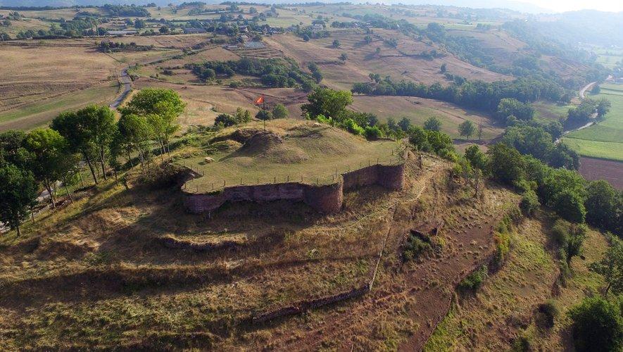Au XIIe siècle, c'est la famille de Panat qui possédait les terres et le château.