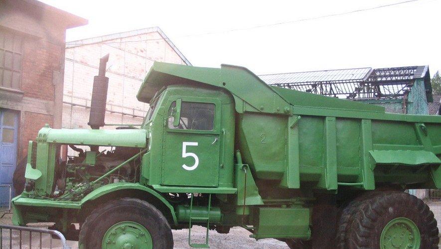 Le camion Euclid rappelle le travail de titan réalisé à la Découverte.
