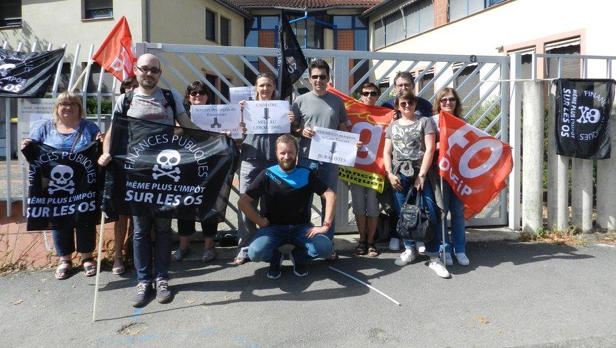 Devant le centre des impôts  de la rue Émile-Borel,  les agents ont manifesté  leur colère.