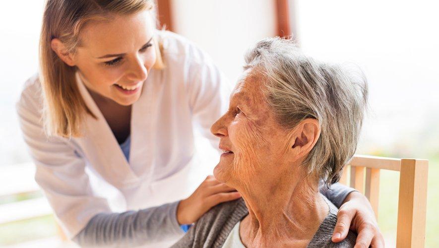 Le numéro un européen des maisons de retraite Korian a annoncé lundi en France un bouquet inédit de services à domicile pour les personnes âgées