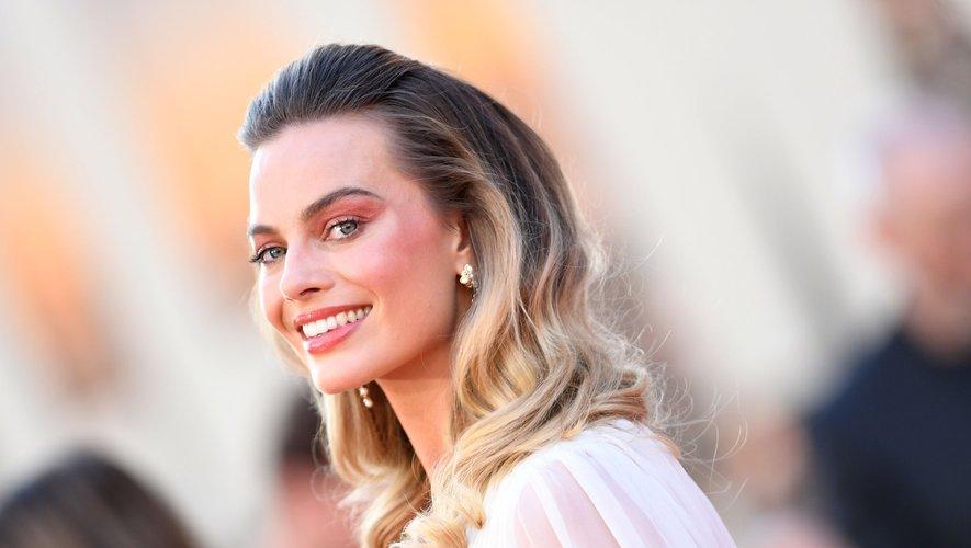 """Margot Robbie est attendue courant 2020 dans le film """"Barbie"""" de Greta Gerwig qu'elle produira en plus de tenir le rôle de la célèbre poupée Mattel."""