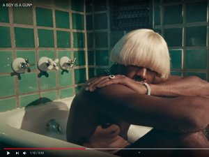 "Tyler, the Creator dans le clip du morceau ""A Boy Is a Gun"""
