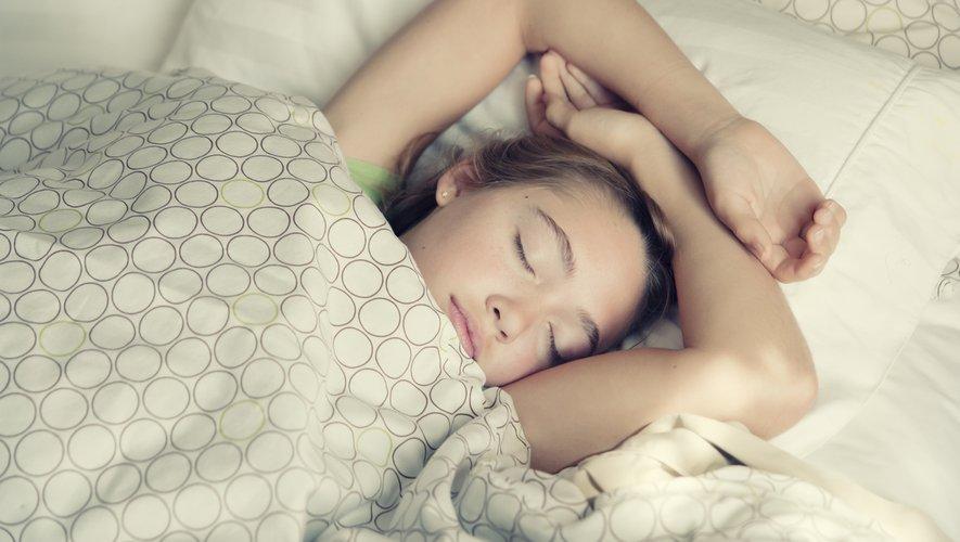 Adopter des horaires de sommeil régulier permettrait aux jeunes filles d'abaisser leur risque d'obésité.