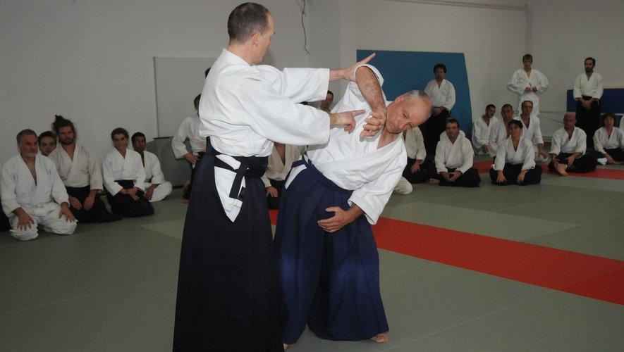 Découverte et initiation, démonstration de coupe avec un sabre au dojo samedi 21 septembre.