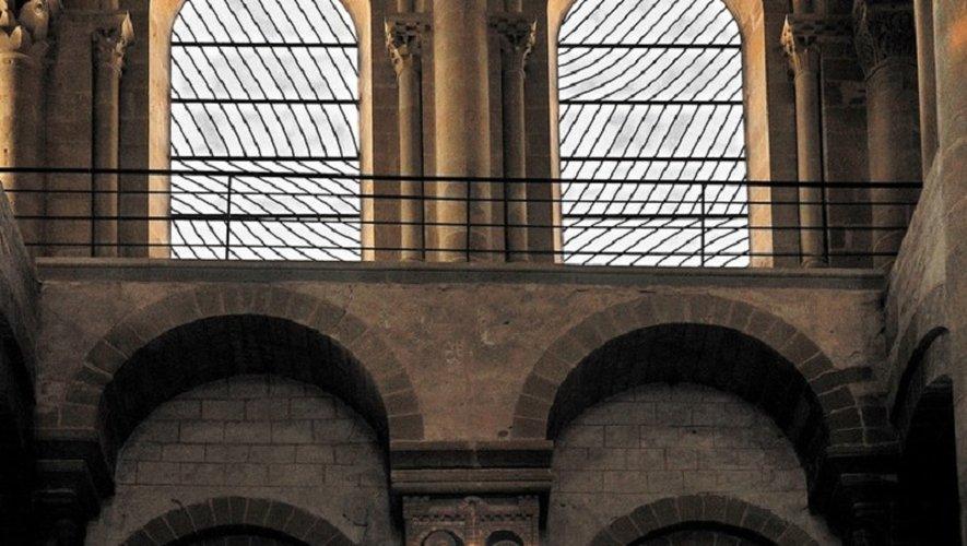 Abbatiale Sainte-Foy de Conques, ornée des vitraux de Pierre Soulage.