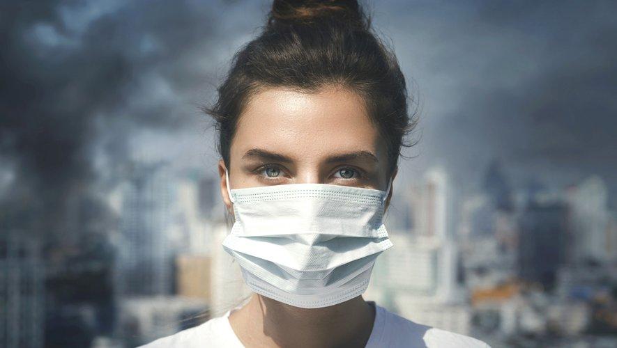 L'étude montre en outre que les taux de particules étaient supérieurs dans le placenta des femmes exposées à de hauts niveaux de pollution (c'est-à-dire vivant à moins de 500 m d'un axe routier important).