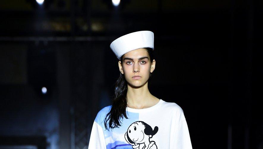 Des chapeaux aux motifs, la collection été 2020 de Benetton fait la part belle à l'univers marin. On retrouve notamment Olive Oyl, la fiancée du célèbre marin Popeye. Milan, le 17 septembre 2019.