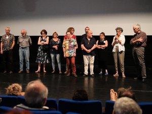 L'équipe des Rencontres sur la scène pour la séance de clôture au cinémade Rieupeyroux.