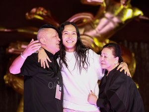 Longtemps présenté comme le petit génie de la mode new-yorkaise, avec un premier défilé à 23 ans, Alexander Wang est désormais un incontournable, une référence