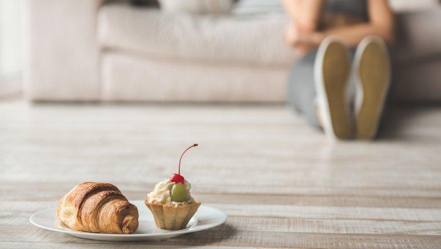 Les participants de l'étude ont adopté des comportements de sur-consommation d'aliments en cas de sentiment d'abandon ou de doutes vis-à-vis de leurs propres capacités.
