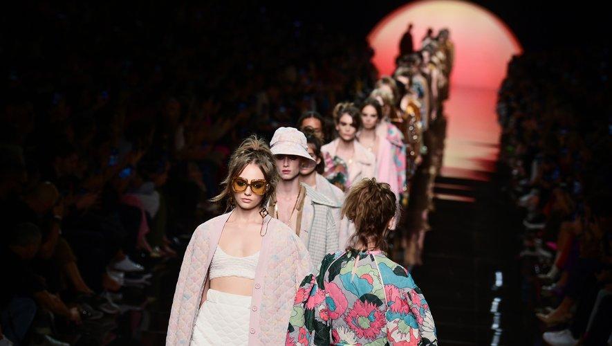 C'est sur le décor d'une aube ensoleillée que s'est ouvert ce jeudi le défilé de Fendi en ce troisième jour de la semaine de la mode à Milan