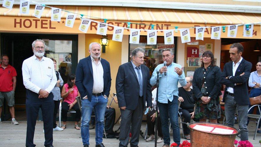 Habitants et personnalités ont rendu hommage au maître restaurateur.