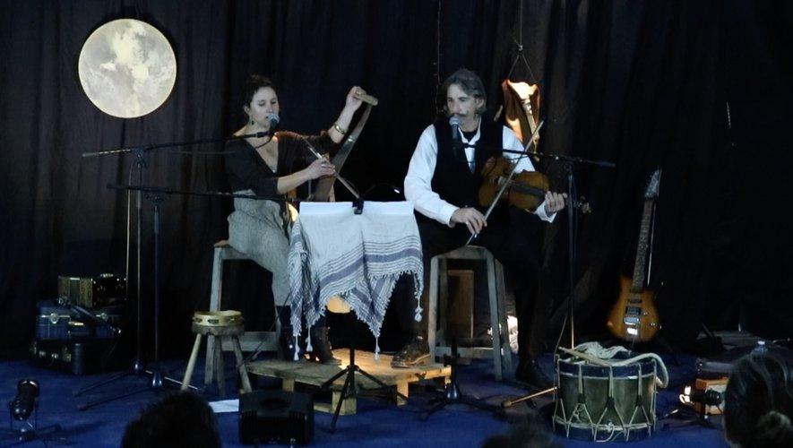 Les deux comédiens : Gaëlle Gevertz-Pollantru et  Olivier Maxch.
