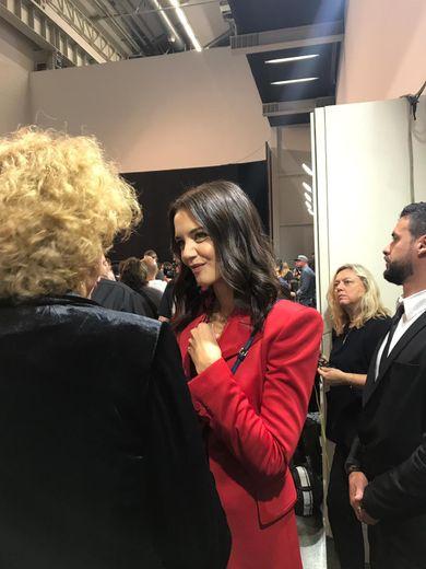Katie Holmes parmi les invités du défilé Fendi à Milan.