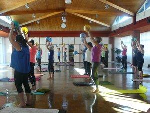 Premier cours de Pilates de la saison avec Anne-Marie Gimalac.