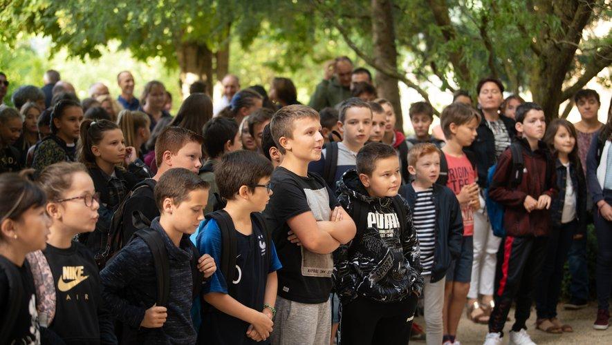 Les élèves ont été accueillis dans le jardin d'honneurde l'établissement.