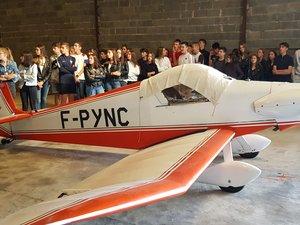 À l'aéro-club à Gravesles jeunes ont eu droità la présentation des ULMet des avions.