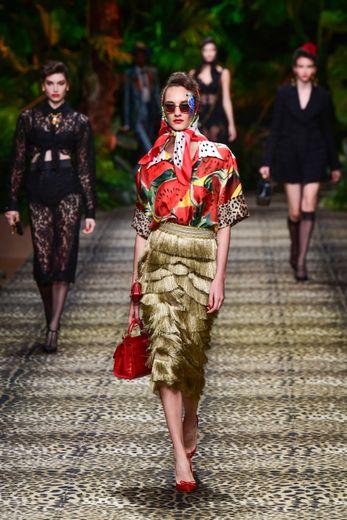 Les fruits sont de retour chez Dolce & Gabbana, en association avec des jupes d'inspiration rétro ultra glamour. Milan, le 22 septembre 2019.