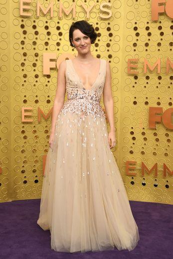 Phoebe Waller-Bridge a choisi une robe sobre, chic et glamour, signée Monique Lhuillier. Los Angeles, le 22 septembre 2019.