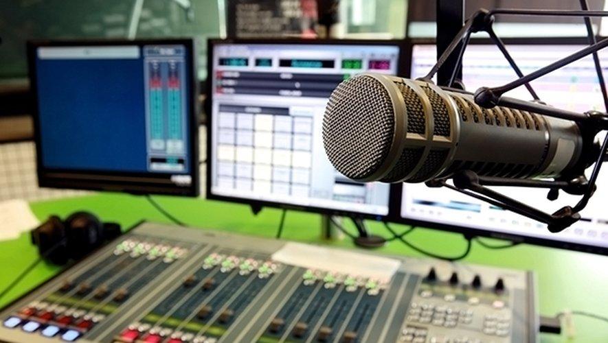 Les quotas obligent actuellement les radios à diffuser aux heures d'écoute significative un minimum de 40% de chansons d'expression française, dont la moitié au moins provenant de nouveaux talents ou de nouvelles productions.