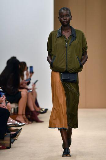 Le cuir très travaillé, notamment en plissé, chez Tod's. Milan, le 20 septembre 2019.