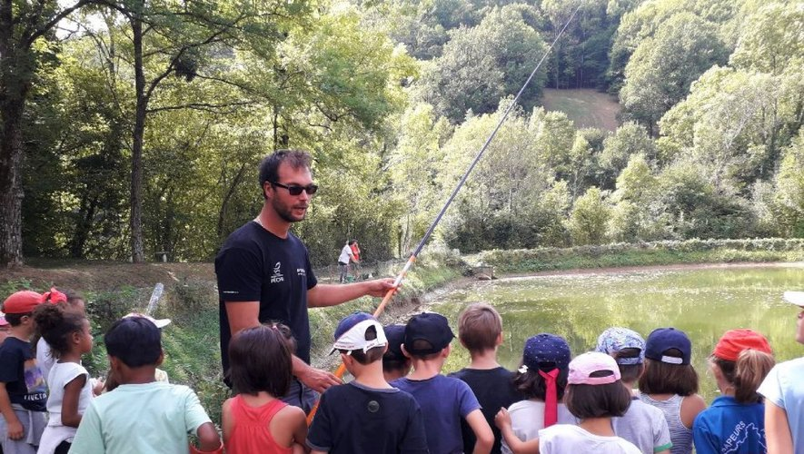 Journée pêche pour les écoliers de Sainte-Marie.
