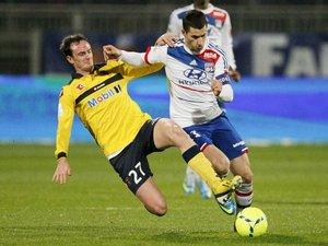 L'ancien Sochalien à la lutte avec l'ex-Lyonnais, Maxime Gonalons.