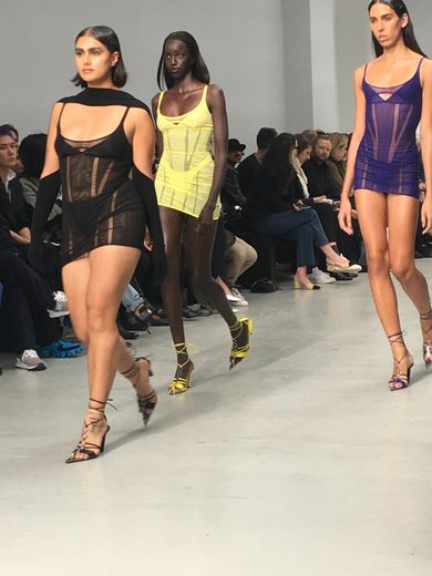 Mugler a dévoilé sa nouvelle collection à Paris à l'occasion de la Fashion Week.