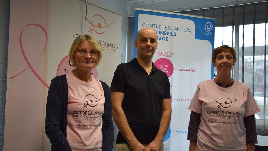 La coordinatrice du comité aveyronnais Marie Rouget aux côtés du chef du Café Bras Christophe Chaillou et de Martine Flahaut, bénévole et membre du conseil d'administration.