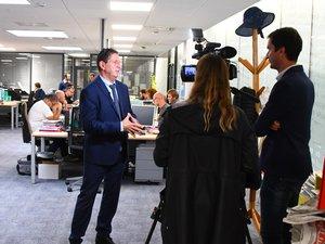 BFMTV, qui doit retransmettre ce soir de larges extraits du Grand débat, a rendu visite mercredi à la rédaction de Centre Presse pour interviewer son directeur délégué, Serge Gélis.